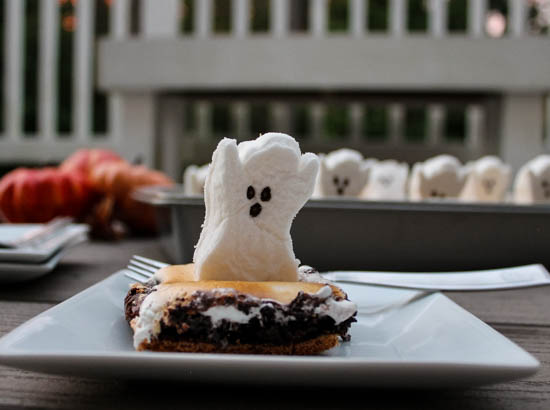 S'mores Ghost Brownies - S'mores Brownies topped with marshmallow ghosts are a fun, whimsical Halloween dessert that kids and adults alike will love.