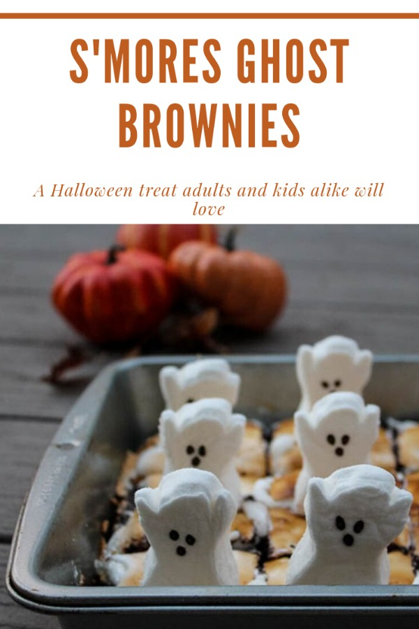 S'mores Ghost Brownies: S'mores Brownies topped with marshmallow ghosts are a fun, whimsical Halloween dessert that kids and adults alike will love. #HalloweenTreatsWeek